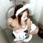 超萌え萌えメイドのトイレ指オナニー盗撮3